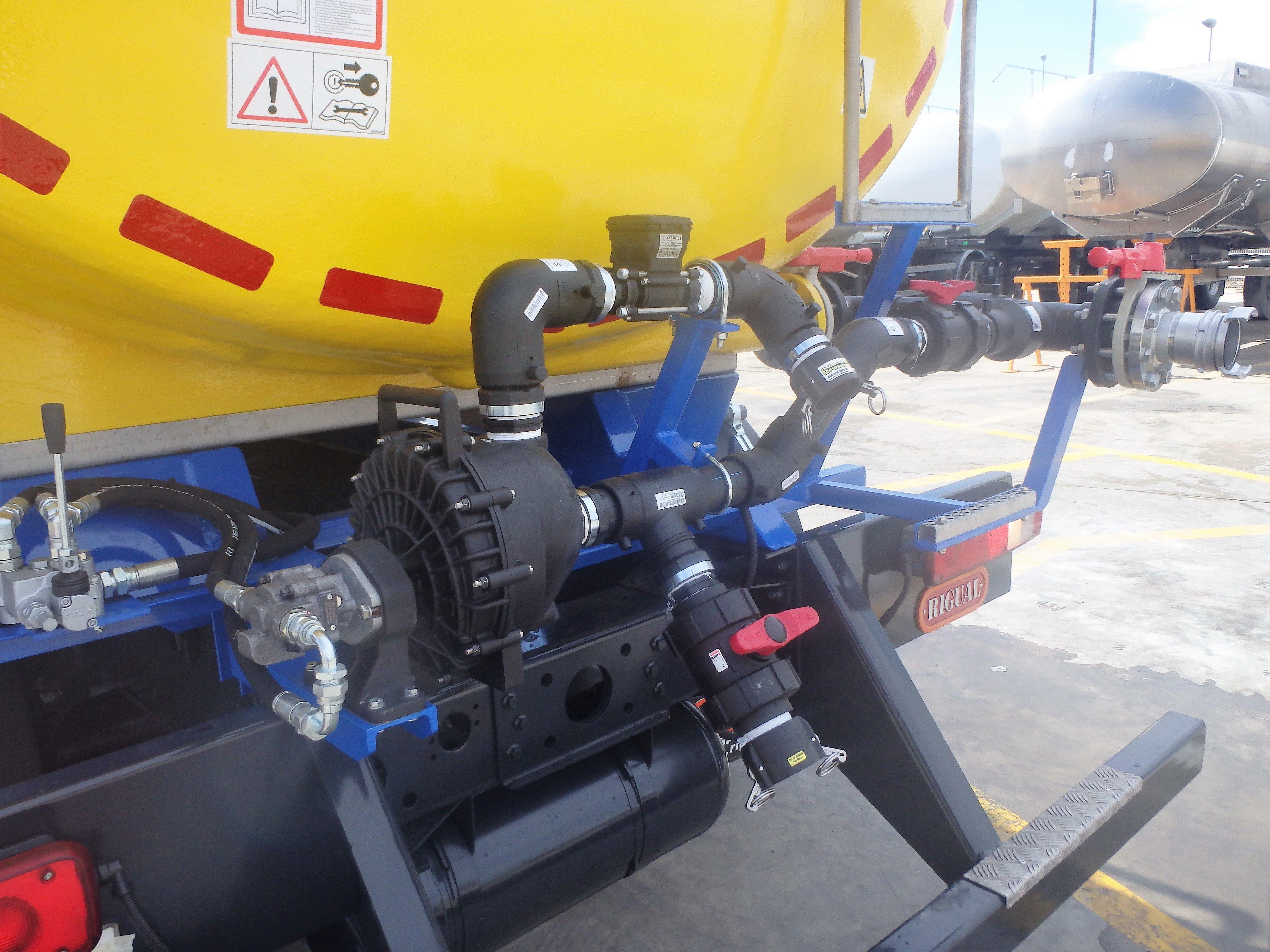 foto-cisterna-abono-sobre-camion-1498226161