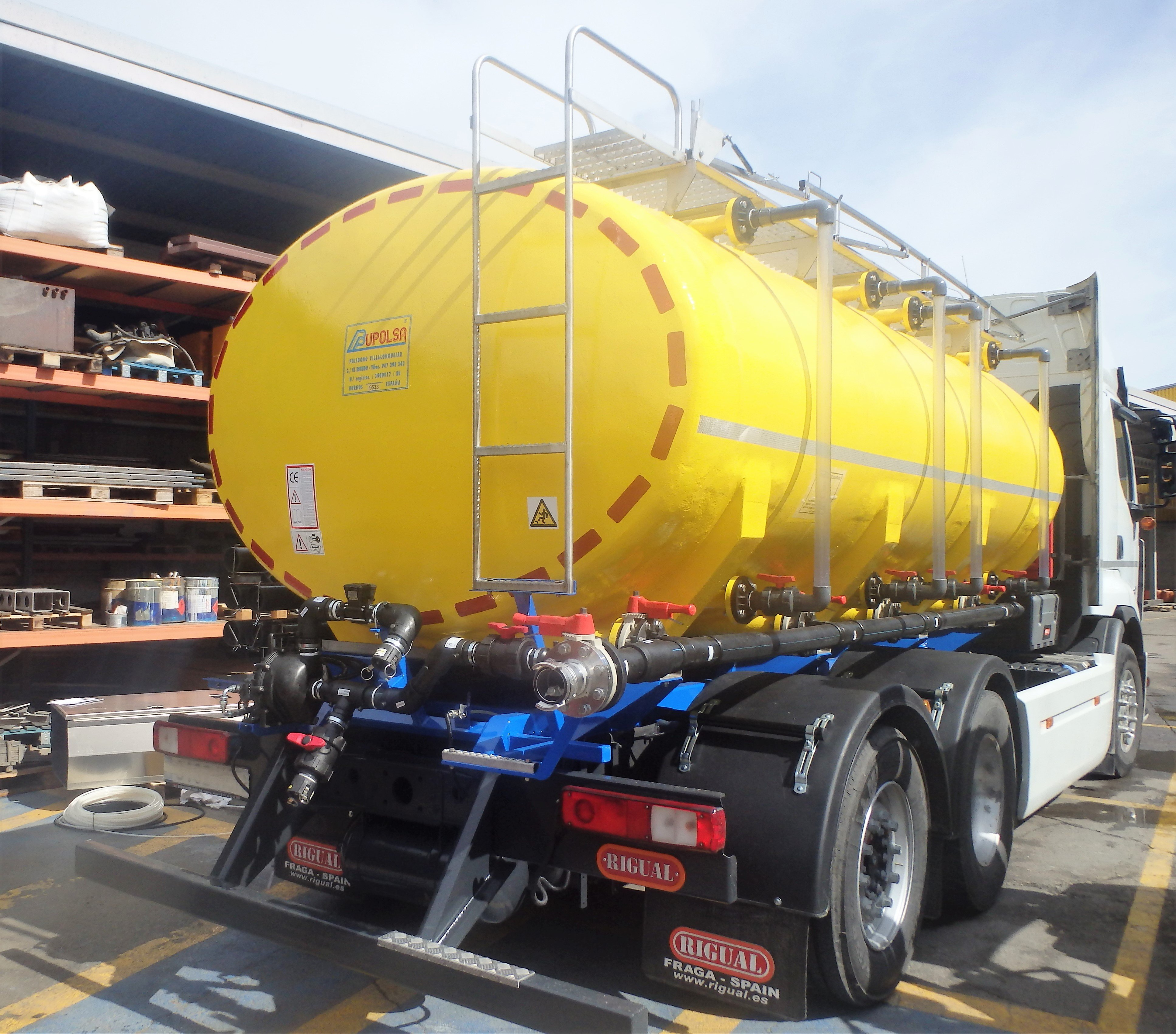 foto-cisterna-abono-sobre-camion-trasera-1498225992